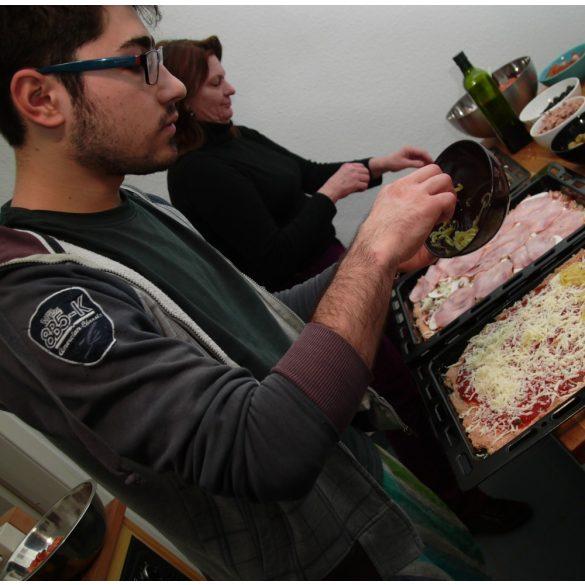 Pizza- és zsemlesütés az Alsópáhoki Alkotóházban november 7-én